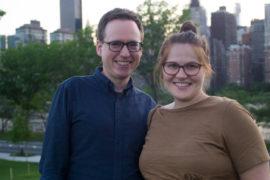 Martin und Nikolina Klatt vor der Skyline von Manhattan. Foto: Johanna Röhr